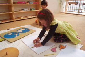 Développement de l'enfant dans une école montessori