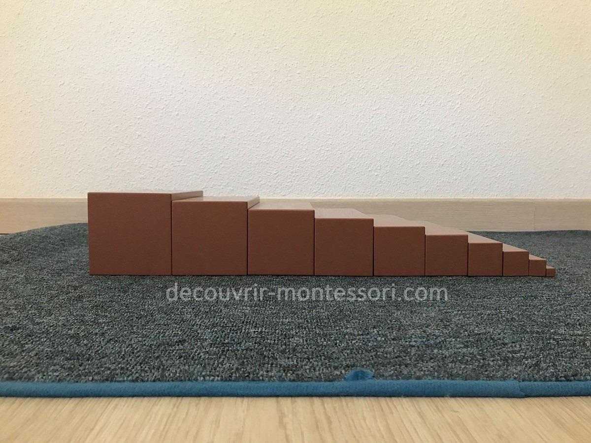 activité montessori : l'escalier marron