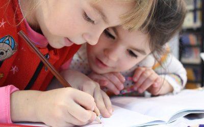 Choisir Montessori pour l'instruction en famille