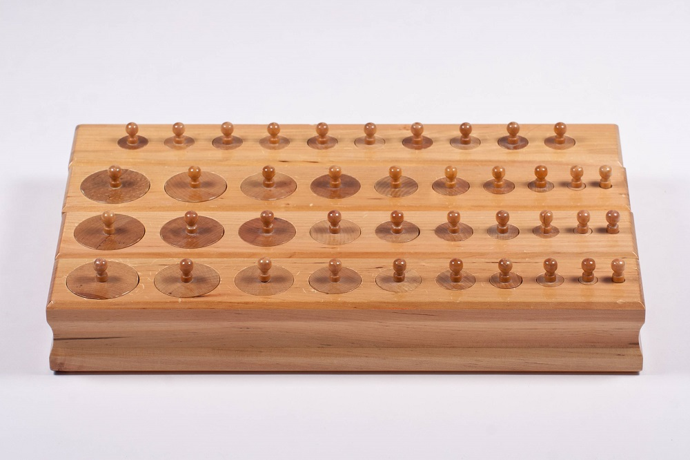 Découvrir les blocs de cylindres Montessori