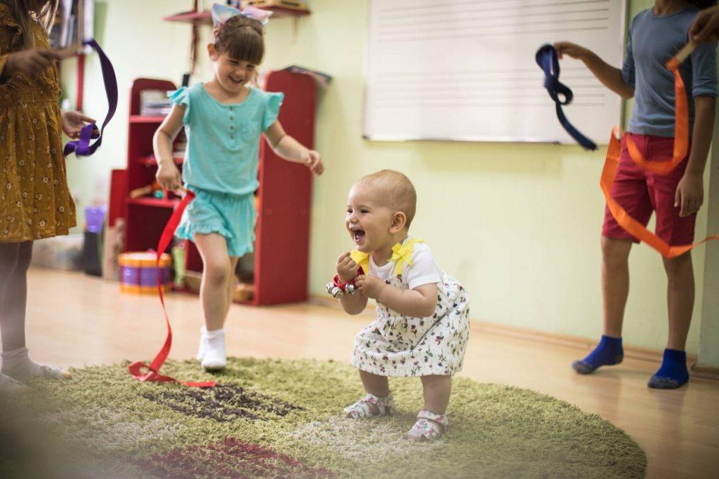 Comptines et chansons : leurs bienfaits pour l'enfant / bébé